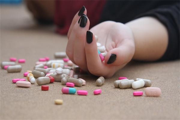 23岁员工酒店身亡,假期女性得警惕各种迷药