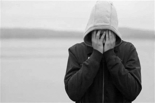 悲观厌世、情绪消沉、心境低落,有些人得抑郁症是因为吸多了毒品!