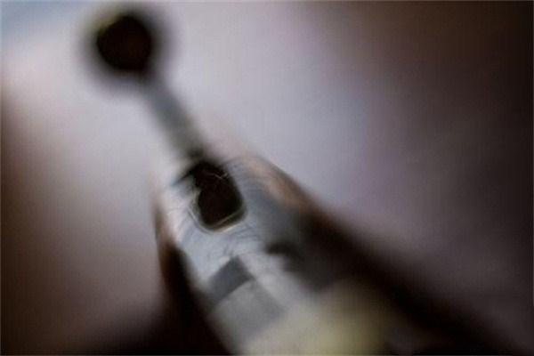 父亲拿刀挥女,吸毒后的致幻行为竟如此丧心病狂!