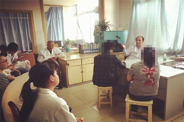 湘雅二院郝教授来我院进行定期会诊、教学