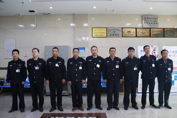 """潇湘晨报:每15分钟巡查一次,保安每天都与患者""""斗智斗勇"""""""