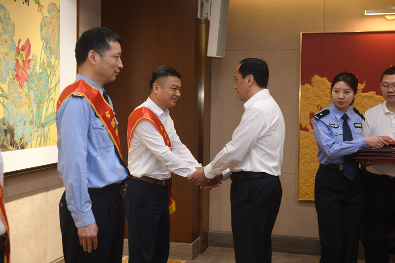 热烈祝贺李江红董事长获评全国禁毒先进个人
