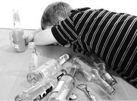 溜冰毒毒后可以喝酒吗?