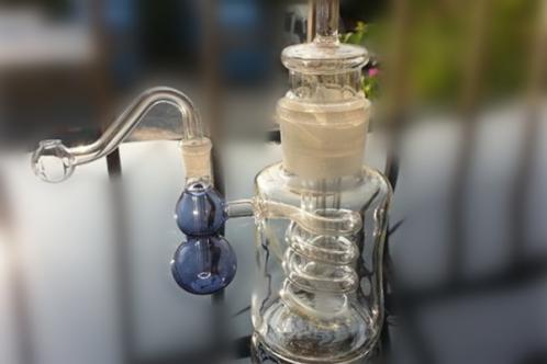 家里有人吸毒用的这种壶是什么东西?