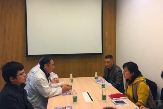 茶陵禁毒办同志(右)与我院廖明义院长(左中)进行会谈