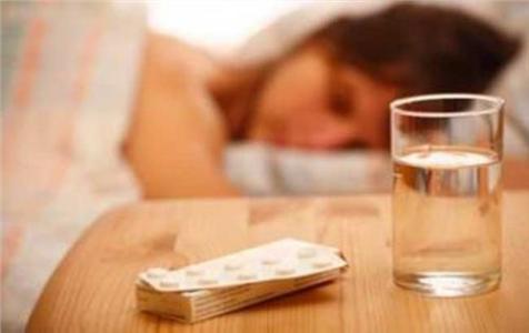 毒瘾发作吃点安眠药有用吗?