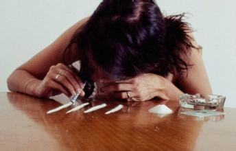 悔恨!从社会精英变啃老蛀虫,被毒品吸走的7年