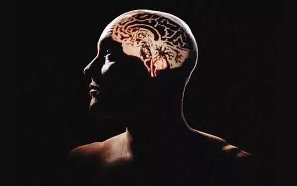 怀疑被人追杀、老婆出轨、化身佛祖,吸冰毒导致的精神障碍一些常